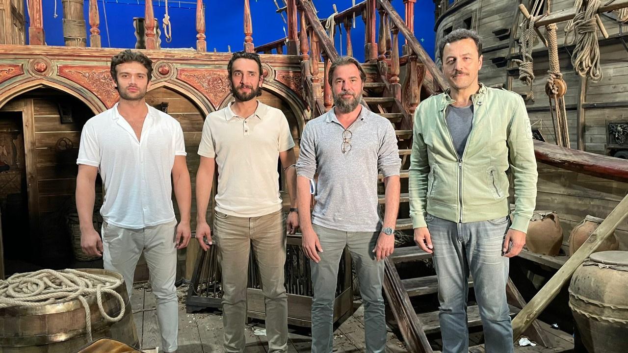 The TV drama has a strong casting starring Engin Altan Düzyatan, Yetkin Dikinciler, Ulaş Tuna Astepe