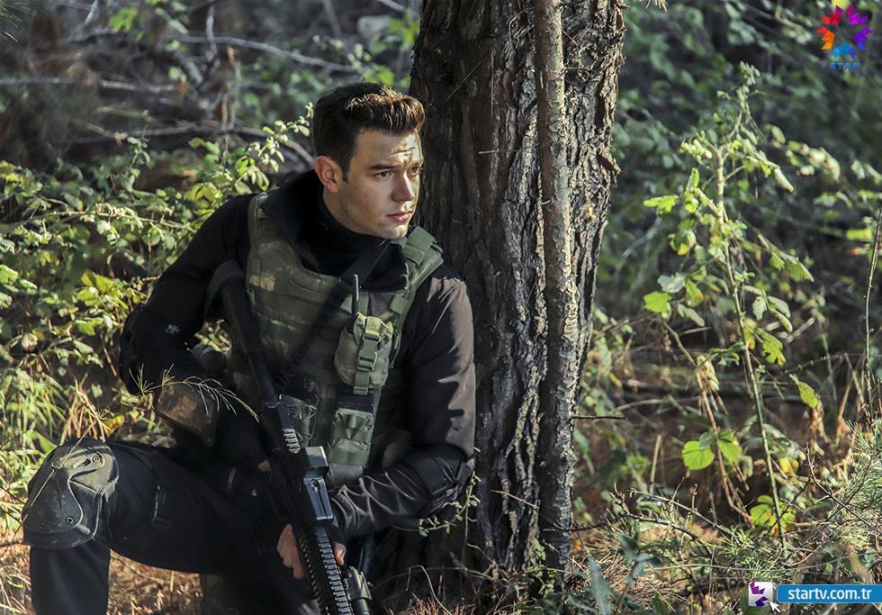 The Turkish actor Aytaç Şaşmaz also starred in the cast of the Turkish TV drama Söz (The Oath)