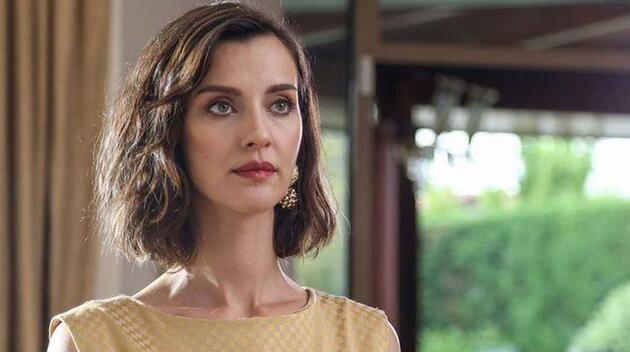 The actress now stars as Dr. İpek Gümüşçü in Baş Belası (Pain in the Neck)