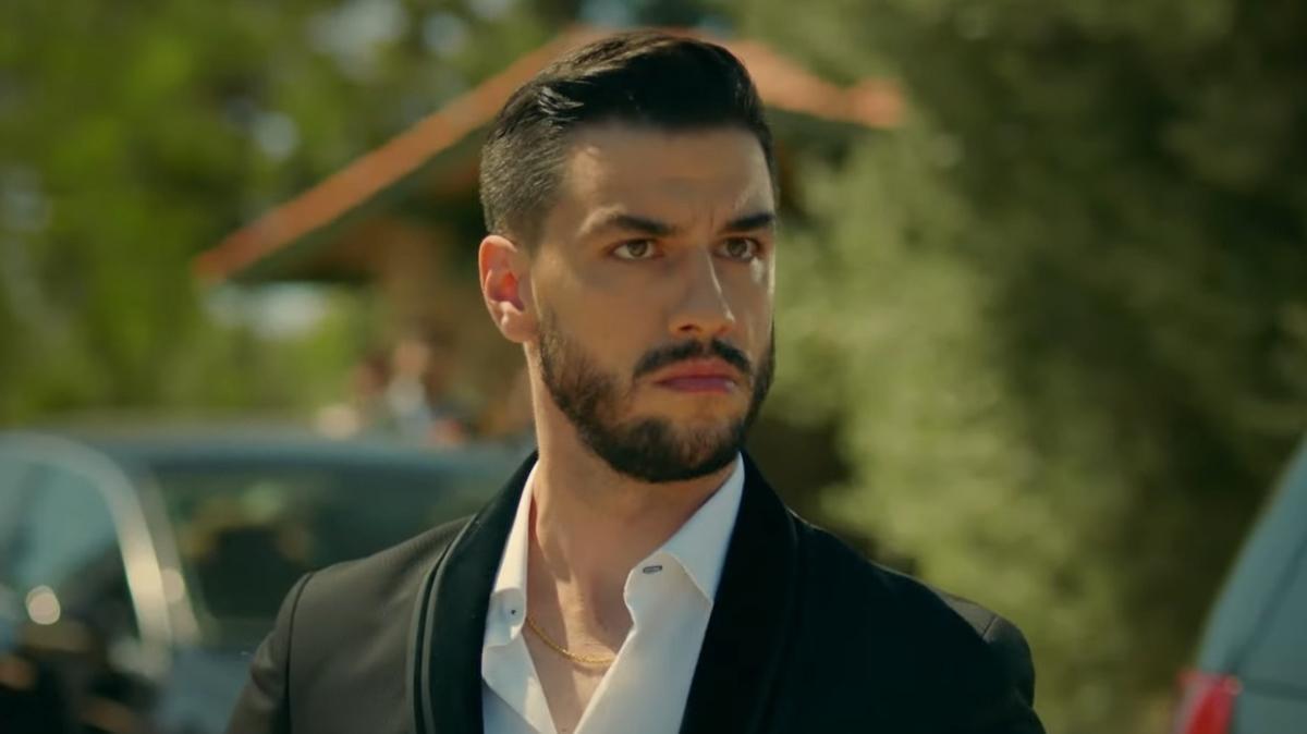 Aras Aydın (as Alp Karahun)