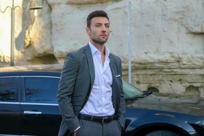 Ceyhun Mengiroğlu (as Emir Karahun) is a rising star on Turkish TV