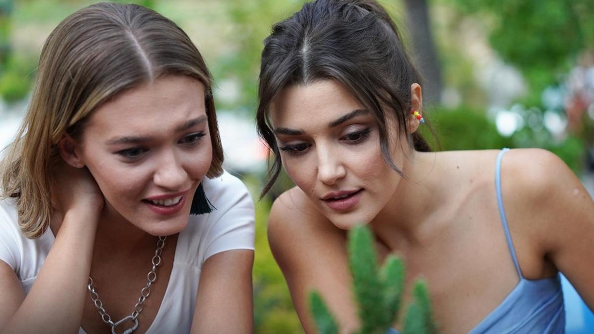 Melisa Döngel and Hande Erçel starred together in Sen Çal Kapımı (You Knock on My Door)