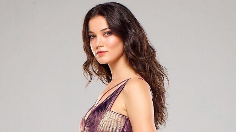The attractive Turkish actress Deniz was born on 4 November 1993