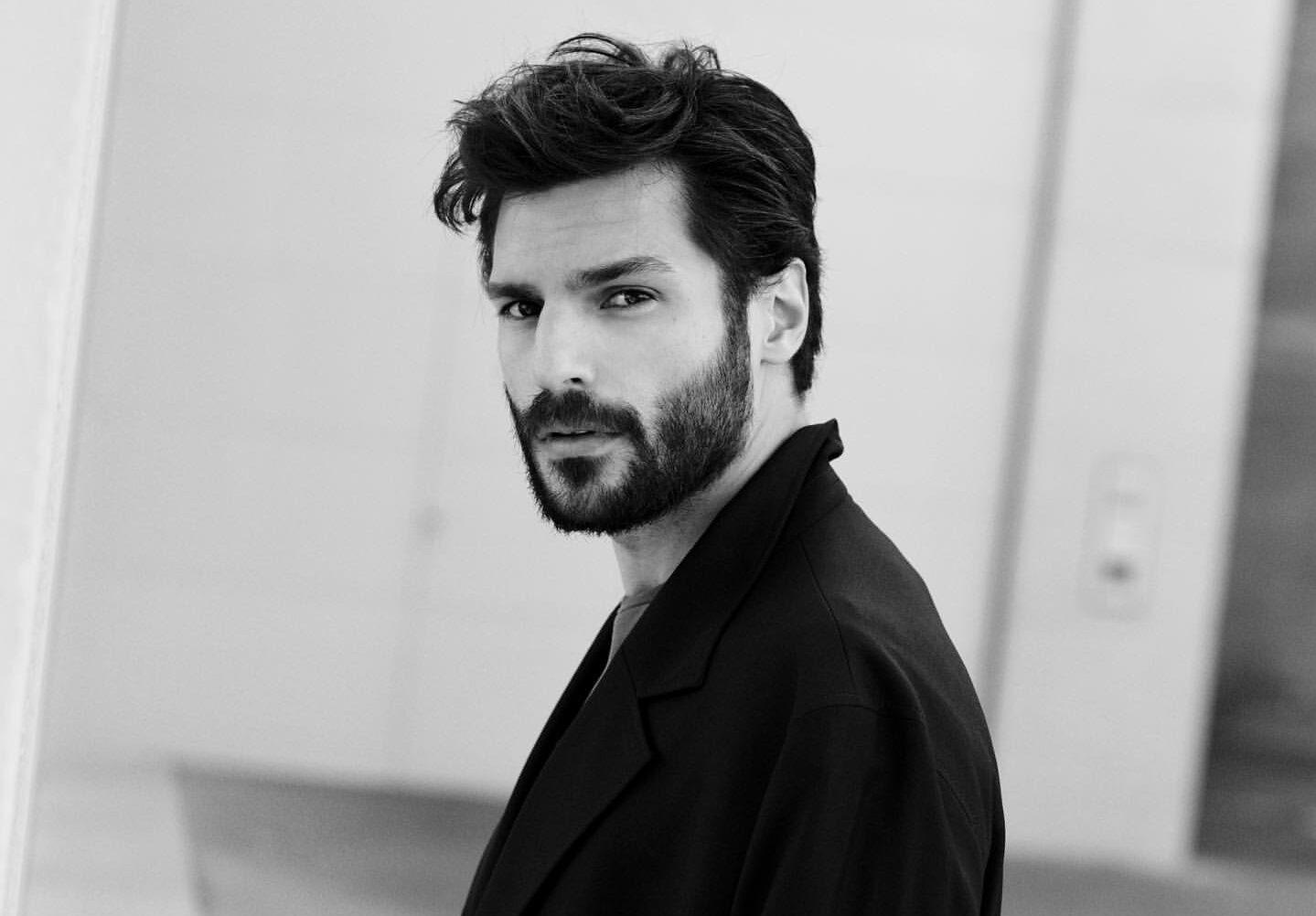 34-year-old Turkish actor Serkan Cayoglu is 1.88 meters tall and 85 kilograms
