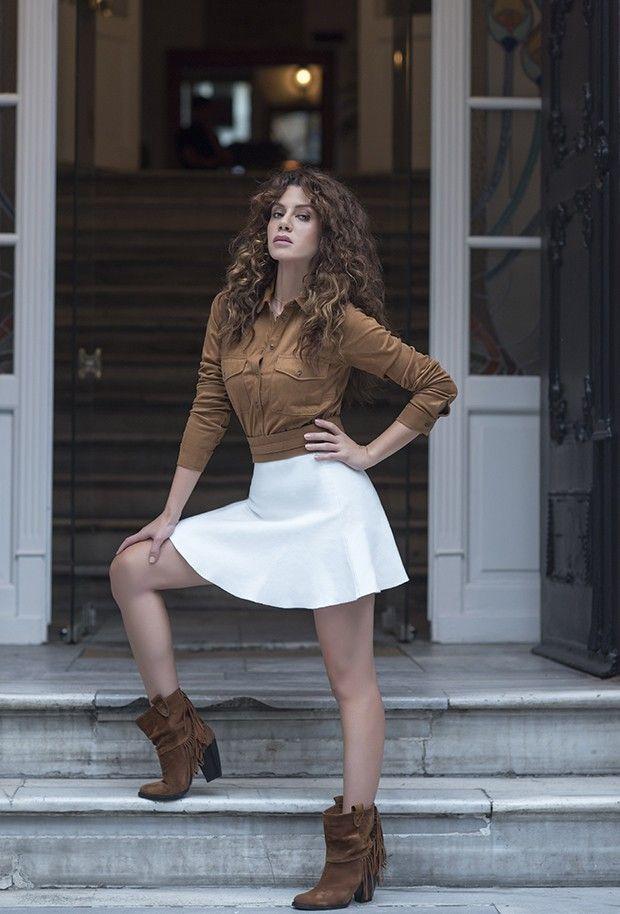 9 The 40-year-old Turkish actress Gökçe Bahadır is 1.70 meters tall and 55 kilograms