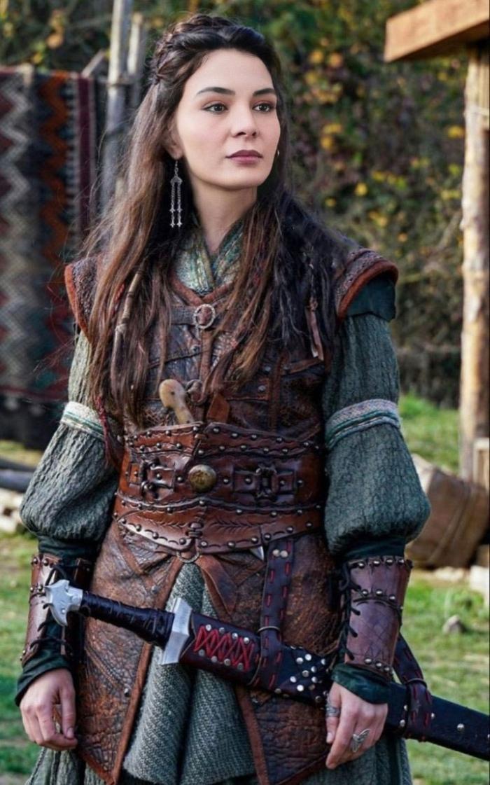 Ebru Sahin will appear as the leading character of Destan (Saga)