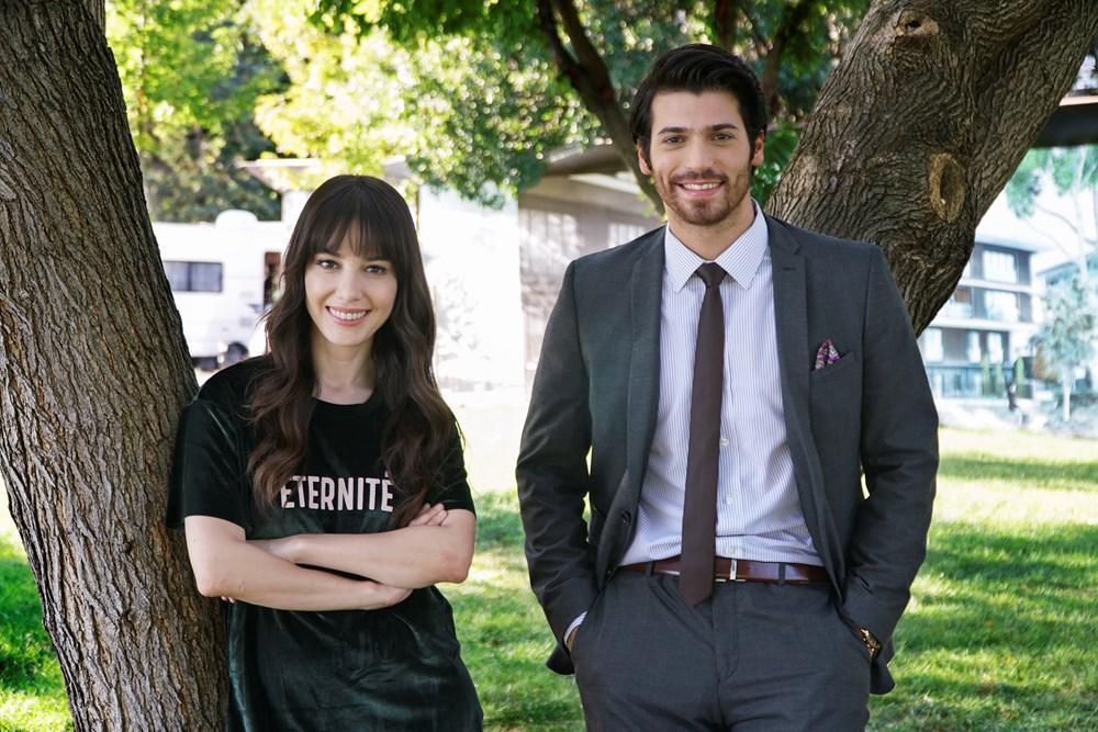 Ozge Gurel played the lead role of Nazlı Pinar Aslanin Dolunay (Full Moon)with co-starCan Yamanin 2017