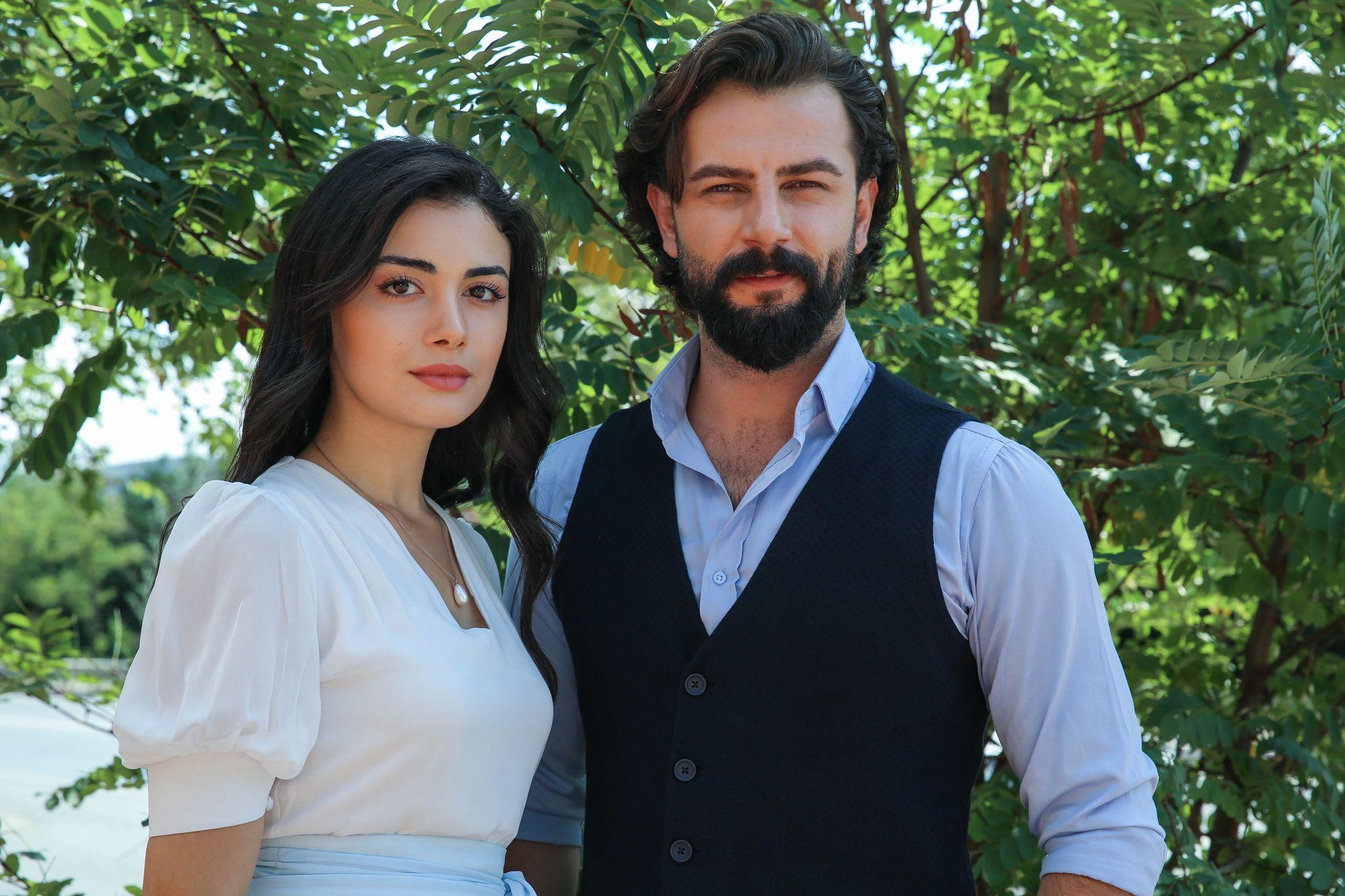 Ozge Yagiz has been in a relationship with her colleague Gokberk Demirci