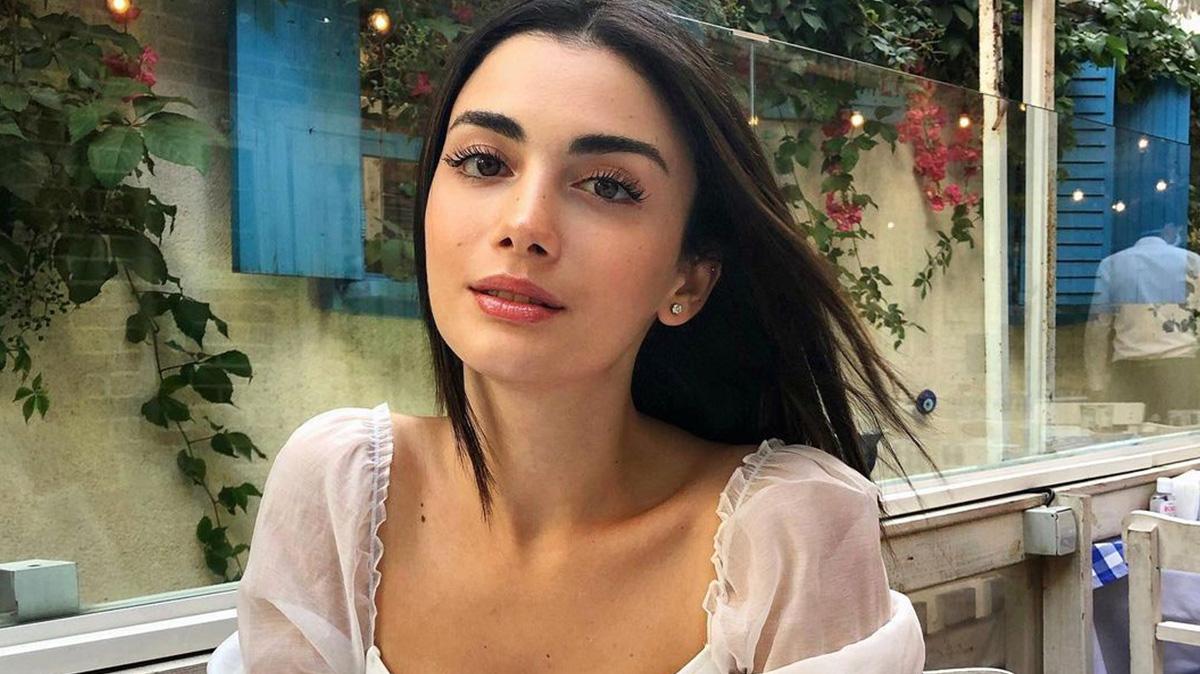 Ozge Yagiz is a 24-year-old Turkish actress