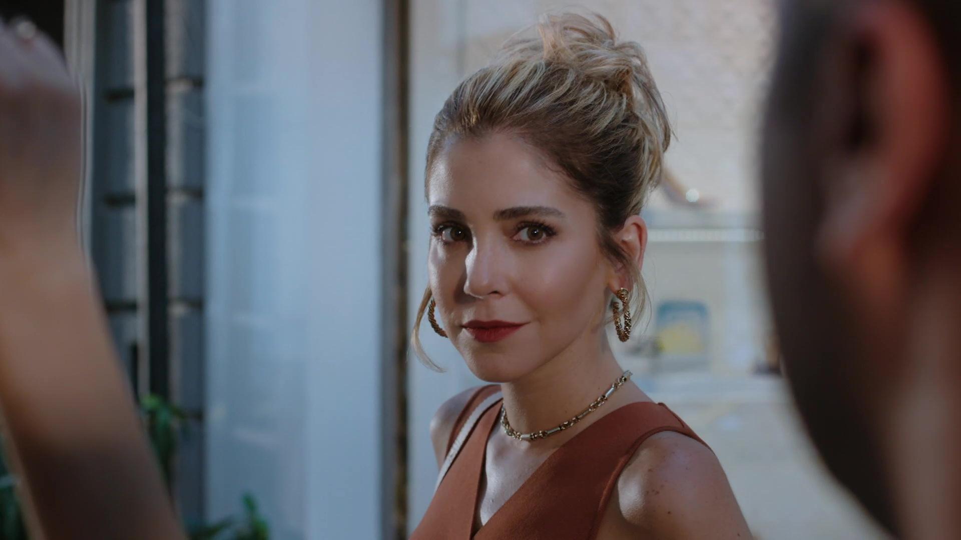 Sanem Cevher (played by Gokce Eyuboglu) is Azra's hard-headed sister
