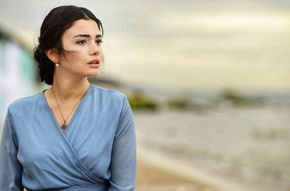 The Turkish actress is one of the most favorite names in Turkish celebrity recently