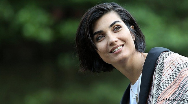 Tuba Buyukustun has a large fans base in the world with her natural beauty and talented acting
