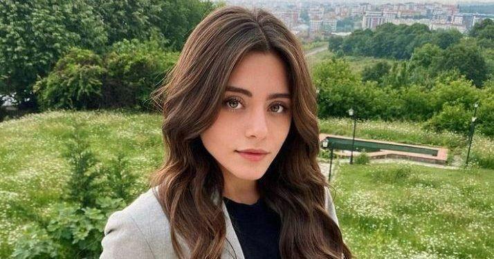 The Turkish actress was born on April 18, 1999, in Izmir